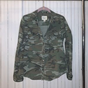Forever 21 / Camo Button Up Denim Top / Size M